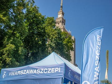 vaccination point next to Palace of Culture and Science (PKiN)