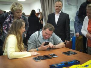 The City of Warsaw to co-finance the purchase of smartphones.